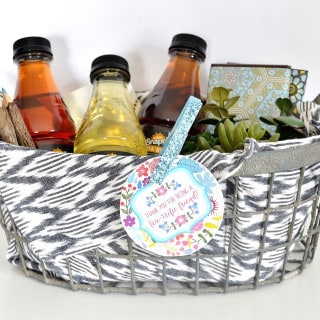 Gift Basket Ideas {How to Make a Gift Basket}
