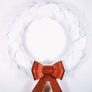 How to Make a Christmas Wreath {white felt + glitter bow wreath}