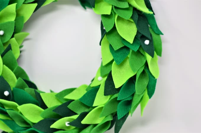Magnolia Wreath {How to Make a DIY Felt Magnolia Wreath}